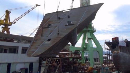 船厂实拍吊装甲板平台过程,就是这样组装起来的