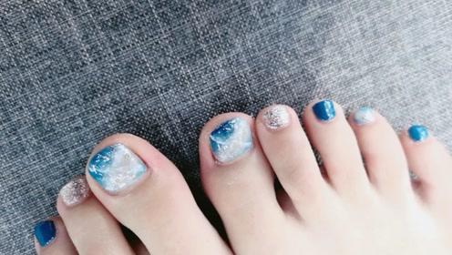 一款十分适合去海边玩的脚指美甲,非常漂亮