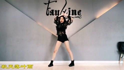 婷婷热舞produce48,也许只有牛仔短裤才能体现腿的长