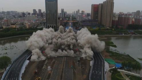 """这座""""桥坚强""""火了,360斤炸药爆破的下一幕,所有人都懵住了"""