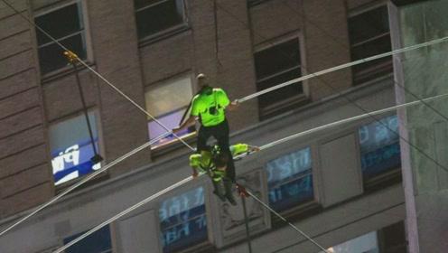 美国一对兄妹高空走钢丝,距地面25层楼高,横穿了纽约时代广场