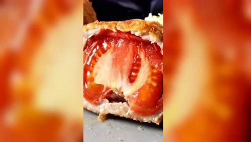 好不容易咬开这个肉球,你竟然让我吃西红柿?