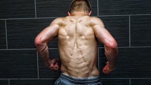 18岁肌肉少年!健身5年肌肉呈现拉丝状态
