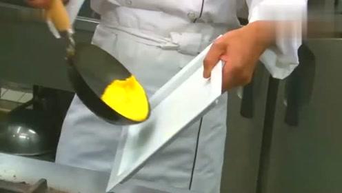 这就是大厨做蛋包饭,一口好锅和烹饪技巧,你觉得哪个重要