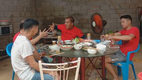 农村传统节日上朋友家拜访,做的菜可真不一般,朋友:坐下猜码