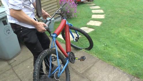 自行车太颠怎么办?国外小伙将横梁换成弹簧,骑上去后笑不出来