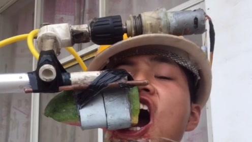 小伙发明自动吃西瓜机,全程一本正经的演示,网友:这太好笑了