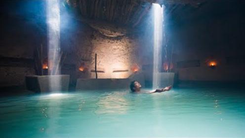 牛人在地下徒手建造,带有泳池的秘密别墅,住进去太解暑!