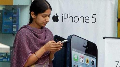 奇葩!印度村庄禁止未婚女性使用手机,称能将社会变得更好