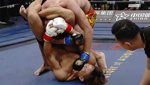 中国小伙遭抠眼捂嘴险断颈,起身后怒锁脖颈老外脸变紫,窒息难逃