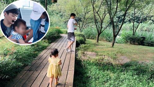 朱丹周一围带女儿游玩 小小丹肆意奔跑背影欢脱