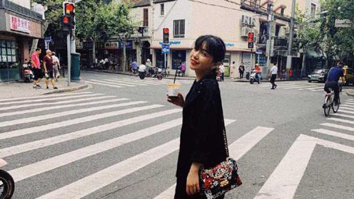 纪凌尘生日阚清子晒男友视角逛街照 网友直呼笑容甜美好幸福