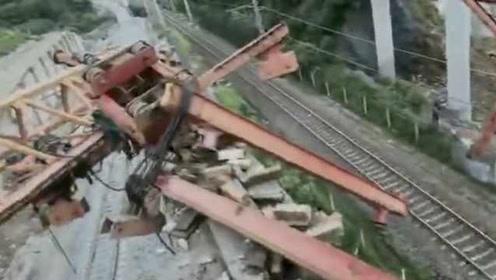 陕西勉县一桥梁架设中发生倒塌致5死7伤,施工现场画面曝光
