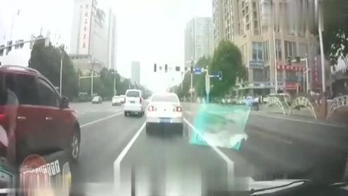 小车发生追尾事故,没有安全意识真不能怪别人