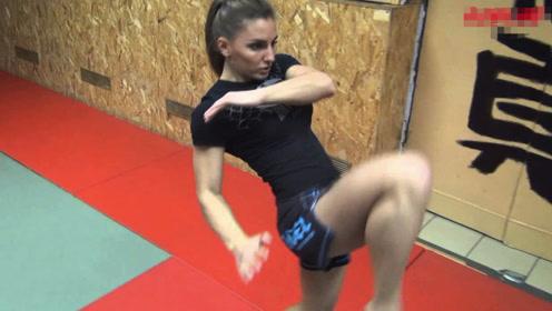 """俄罗斯女拳手冠军,被称为""""泰拳芭比"""",言称:谁打败她就嫁给谁"""