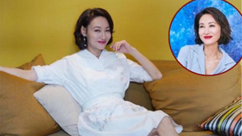 59岁惠英红是女人的夏日穿搭模版 凉快时髦得体!