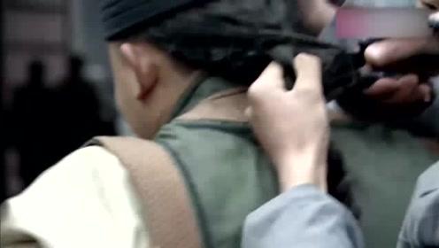 留头不留发!革命军堵在城门口,逮着一个大辫子就立马剪掉
