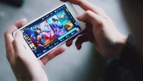 经常玩手机也不会增加度数,要注意这三点,才能保护眼睛!