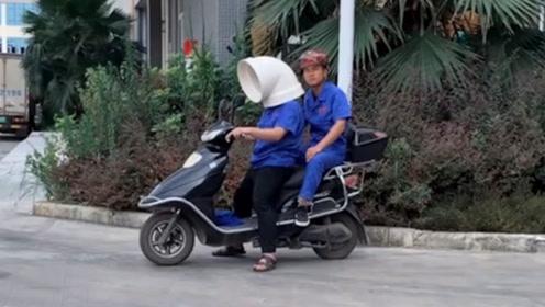 哥们儿你这个头盔挺别致啊,是不是防风防雨防砖头呀