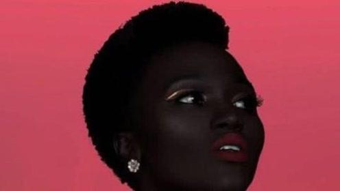 全世界最黑的模特,牙龈嘴唇都是黑的,却美的让人难以忘怀