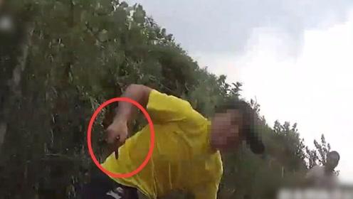 第一视角!民警调解纠纷被捅多刀 受伤后提醒他人快跑