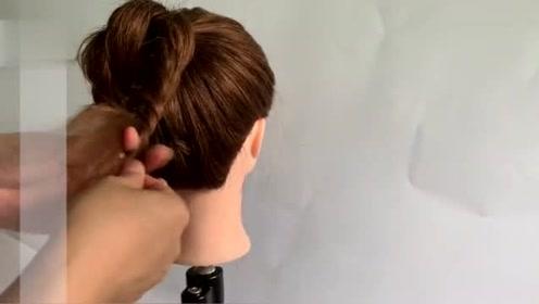 2019年夏天流行花式马尾辫,时尚调皮又减龄