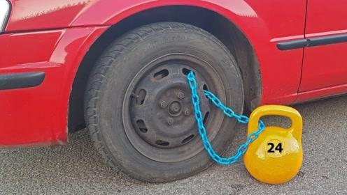 老司机把24公斤壶铃挂在轮胎上,一踩油门后,震撼的一幕开始了