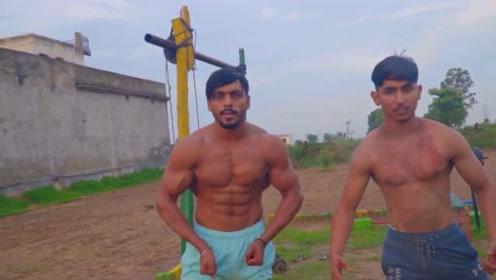 印度小伙在自家地里健身,肌肉真漂亮,好身材不一定要去健身房