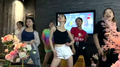 这才是舞蹈老师进KTV的正确打开方式,基本功不能丢
