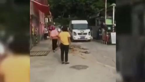 推土车冲下坡一家5口3人惨遭碾压1人身亡 司机:刹车失灵