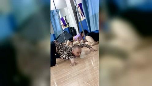 舞蹈老师教跳舞要像蜘蛛精,穿老婆的衣服教学更有女人味