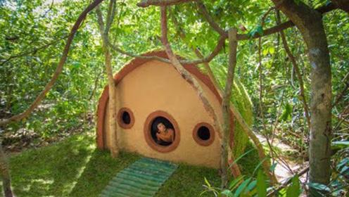 农村小伙打造霍比特人小屋,仅用竹子和泥巴,走进见识一下!