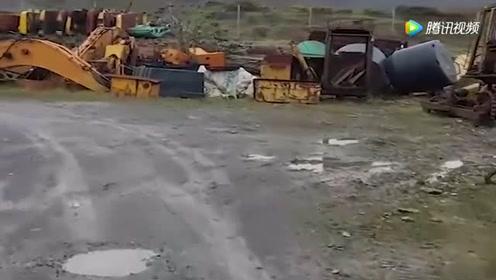 太壮观了,国外大型挖掘机报废场!