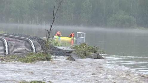 山洪暴发冲垮5公里铁路线,3名村民被困一夜
