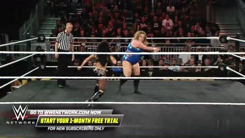 WWE:娇小型的泽丽娜对战Piper力量悬殊力不从心!