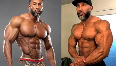 43岁的健美运动员,肌肉拉丝身材无敌,却被网友吐槽长的太成熟