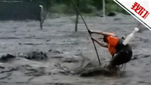 四川阿坝洪灾 实拍救援队飞线将被困者从洪流中悬吊救出