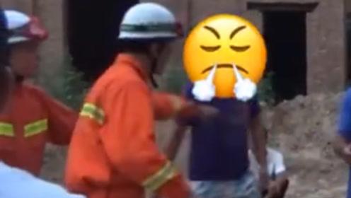 男子触电被困电线杆上 家属录视频质问消防员:有电也得救!