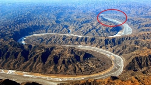 """黄河突现""""万里巨蟒"""",张口吃下泥沙2亿吨,引数万人前来围观"""