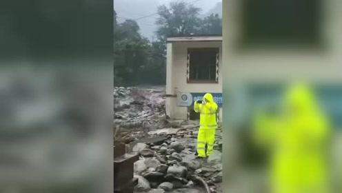 汶川泥石流山洪暴发 救援中一名消防战士牺牲