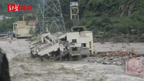 泥石流冲垮213国道桥梁 岷江边一电站成孤岛