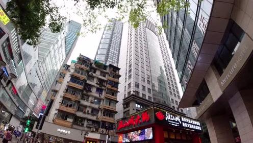 重庆解放碑还有钉子户?底部设有商铺,与周边高楼大厦对比鲜明!