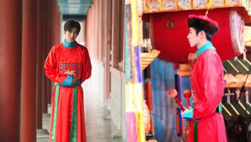 蔡徐坤身穿红色清朝服饰 翩翩少年温润俊秀极具视觉冲击力