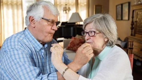 美国夫妇结婚蛋糕吃49年,明年还要继续吃!