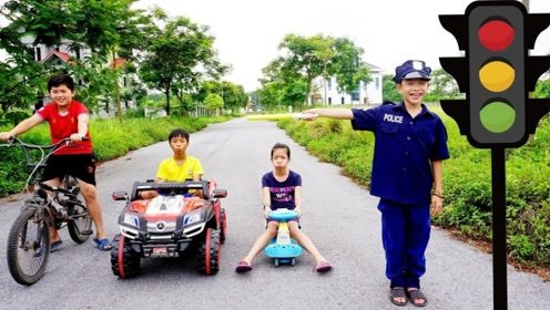 兄妹的安全意识很弱,警察萌宝以身作则的教育,让他们受益匪浅!