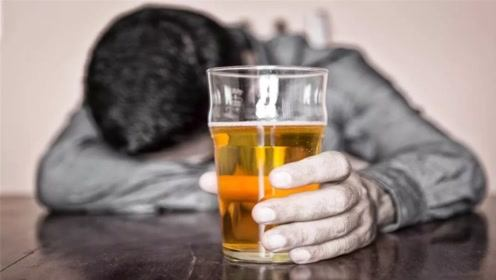 喝酒15年,人生有什么变化?再看不喝酒的人,网友:差距实太大