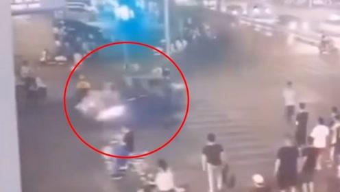 监控曝光!南宁发生交通事故致2死7伤 司机涉嫌酒后驾驶