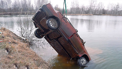 汽车在水中浸泡半年,打捞出来还能启动吗?网友:不敢相信!
