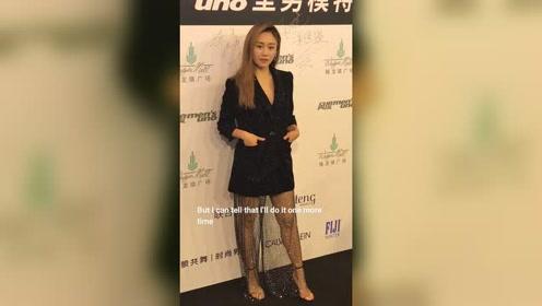 刘芸这一身亮片造型有些累赘啊。