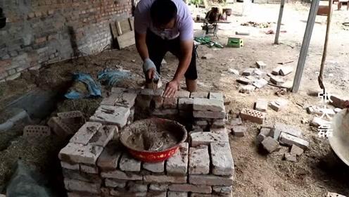 大磊为了拍视频垒了个老式煤火,这种老土灶现在已经很少有人用了